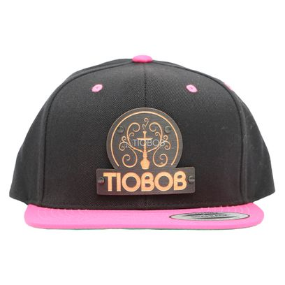 Bone-Snapback-TioBob-Preto-com-aba-Rosa